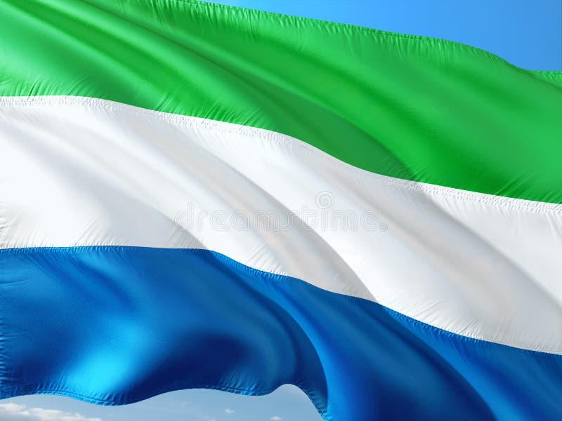 Vlag die van Sierra Leone in de wind tegen diepe blauwe hemel golft Hoog - kwaliteitsstof royalty-vrije stock foto's