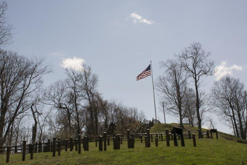 Vlag op een heuvel royalty-vrije stock afbeelding