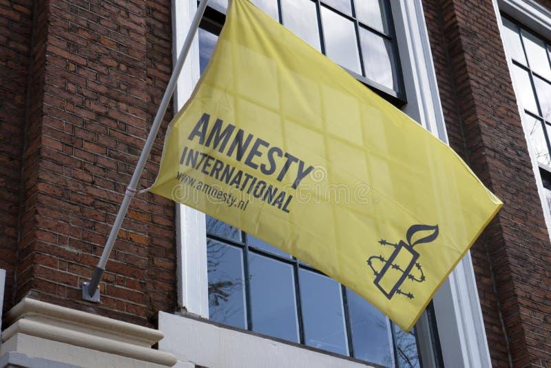 Vlag van Amnesty International in Amsterdam royalty-vrije stock afbeeldingen