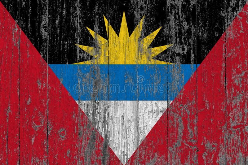 Vlag van Antigua en Barbuda op uitgeputte houten textuurachtergrond die worden geschilderd stock fotografie