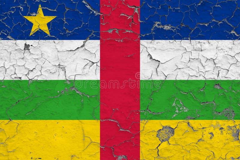 Vlag van de Centraalafrikaanse Republiek die op gebarsten vuile muur wordt geschilderd Nationaal patroon op uitstekende stijloppe royalty-vrije stock fotografie