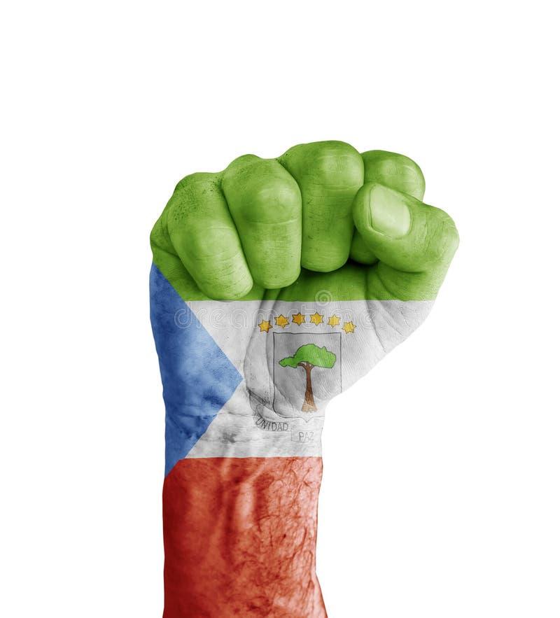 Vlag van Equatoriaal-Guinea op menselijke vuist zoals overwinning wordt geschilderd die royalty-vrije stock fotografie