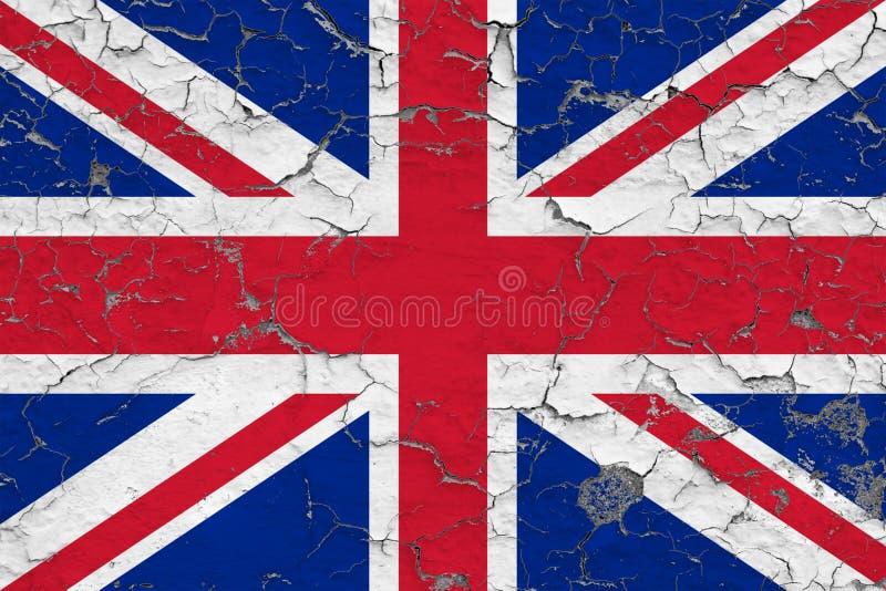 Vlag van het Verenigd Koninkrijk op gebarsten vuile muur wordt geschilderd die Nationaal patroon op uitstekende stijloppervlakte stock illustratie