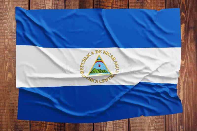 Vlag van Nicaragua op een houten lijstachtergrond Gerimpelde Nicaraguan vlag hoogste mening stock foto