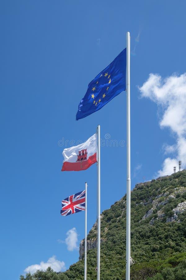 Download Vlaggen Op De Rots Van Gibralta Redactionele Stock Afbeelding - Afbeelding bestaande uit groot, vlaggen: 114226649