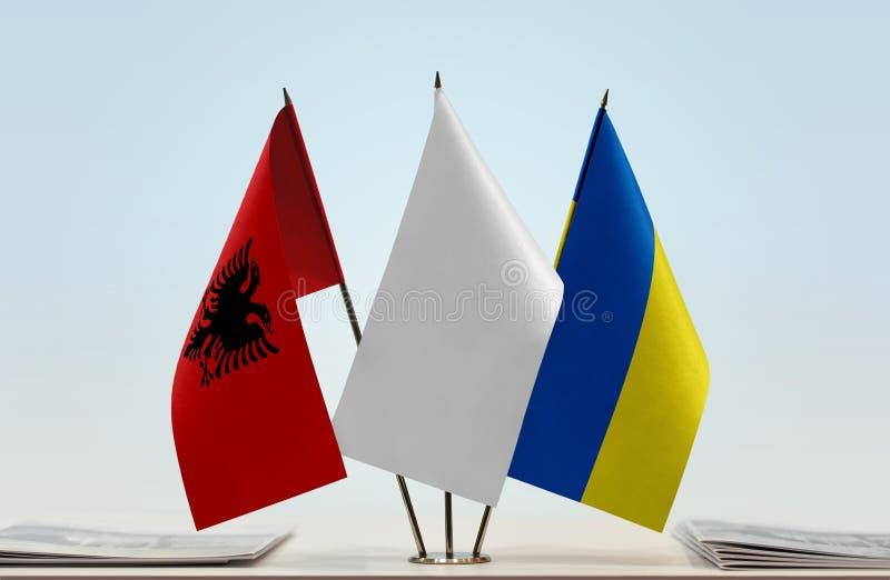 Vlaggen van Albanië en de Oekraïne royalty-vrije stock foto
