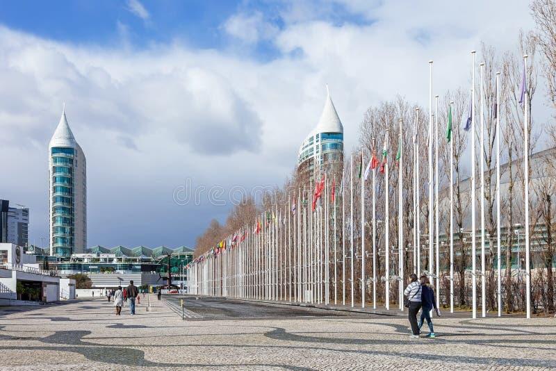 Vlaggen van alle landen van de wereld in Rossio-Dos Olivais (Olive Grove Square) stock foto's