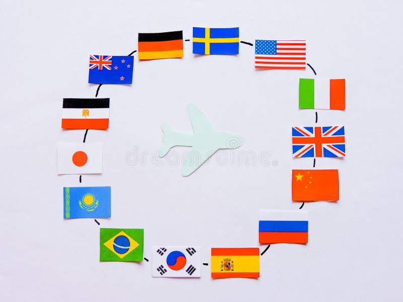 Vlaggen van alle naties van de wereld Groepering van diverse vlaggen van de wereld op wit Internationale Dag van Vrede stock foto's