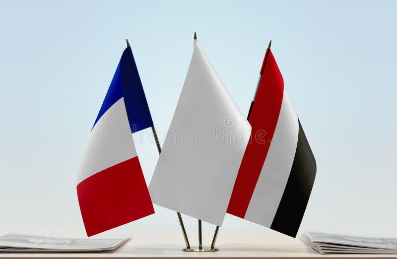 Vlaggen van Frankrijk en Yemen stock afbeeldingen