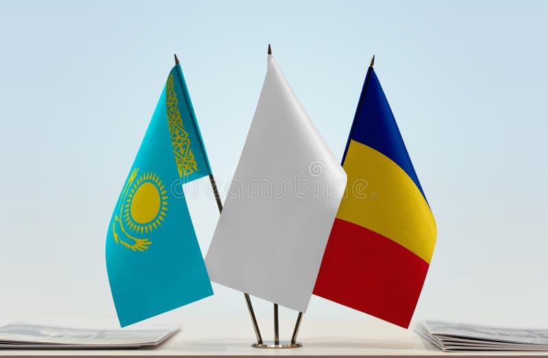 Vlaggen van Kazachstan en Roemenië royalty-vrije stock fotografie