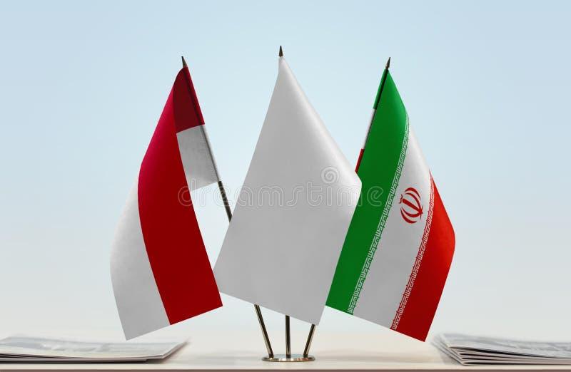 Vlaggen van Monaco en Iran royalty-vrije stock afbeeldingen