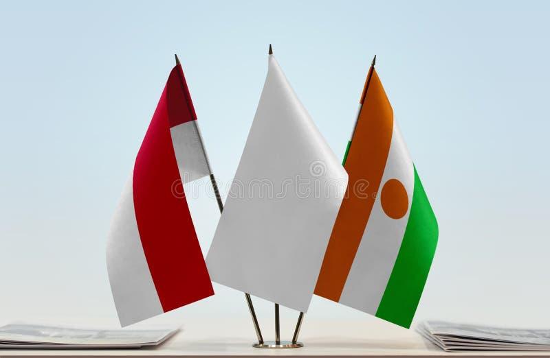 Vlaggen van Monaco en Niger stock foto's