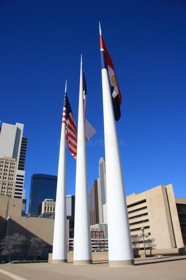 Vlaggestok in het stadhuis van Dallas stock afbeeldingen
