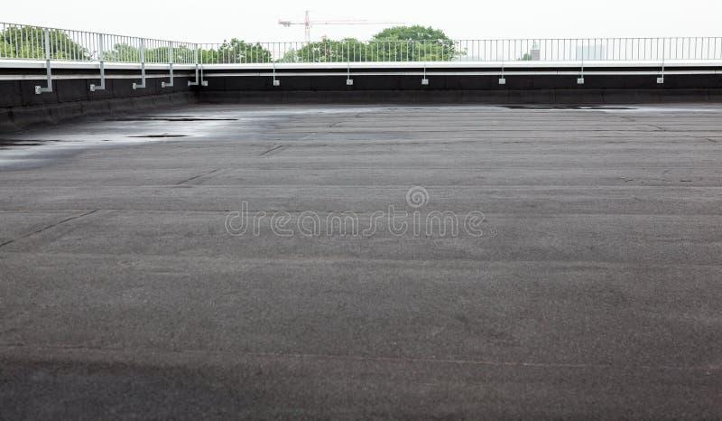 Vlak dak met dakwerk stock fotografie