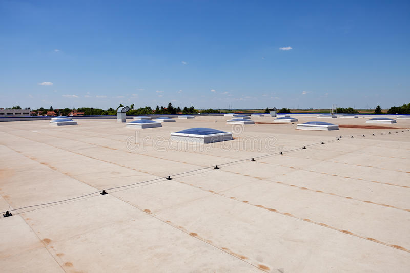 Vlak dak op industriële zaal