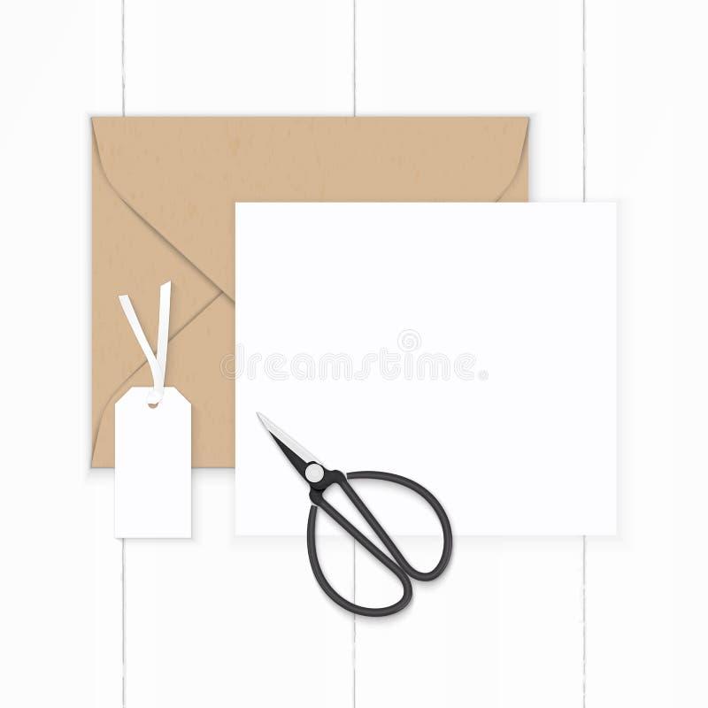 Vlak leg hoogste het document van de menings elegante witte samenstelling bruine de envelopmarkering van kraftpapier en metaal ui royalty-vrije stock foto