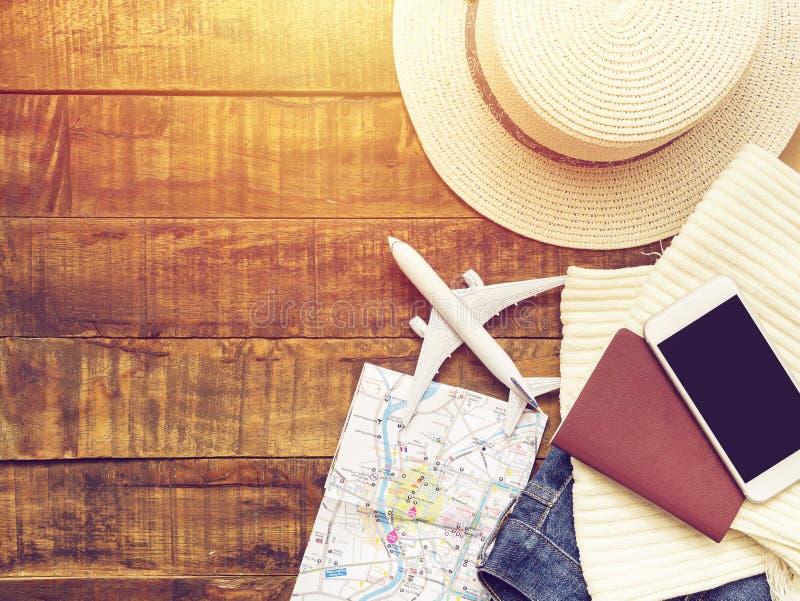 Vlak leg van paspoort, wit vliegtuigmodel, kaart stock foto