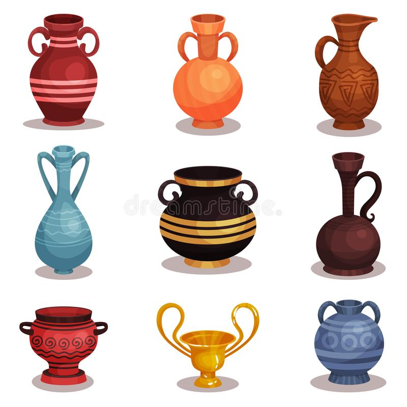 Vlakke vectorreeks diverse amfora Oud Grieks of Roman aardewerk voor wijn of olie Oude kleikruiken met ornamenten glanzend royalty-vrije illustratie