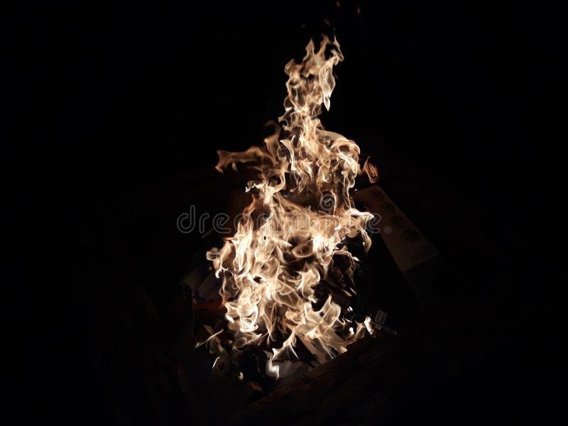Vlam van de brand bij nacht royalty-vrije stock fotografie