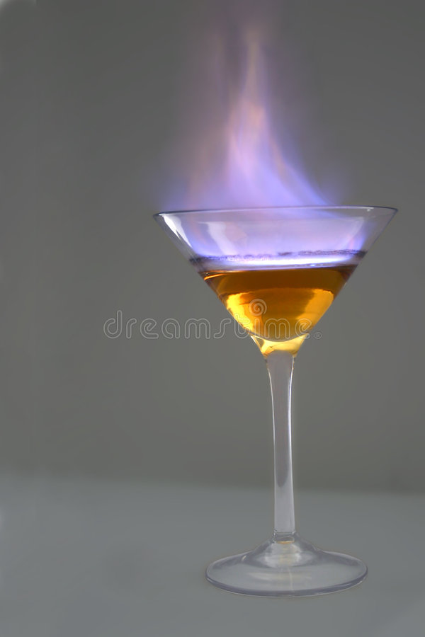 Download Vlammende Cocktail stock afbeelding. Afbeelding bestaande uit cocktail - 292647