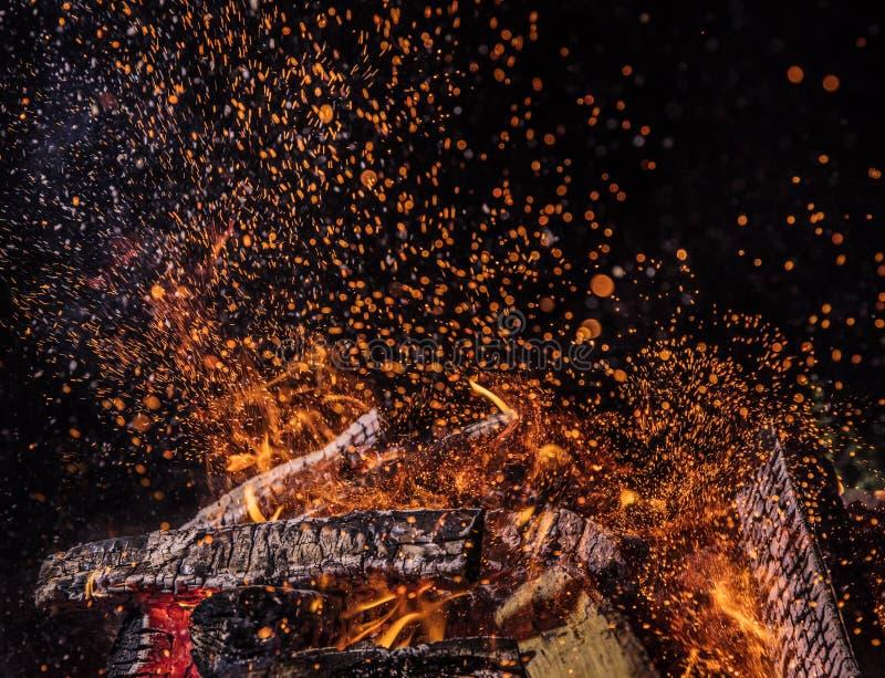 Vlammende Logboeken, de achtergrond van brandvlammen royalty-vrije stock foto