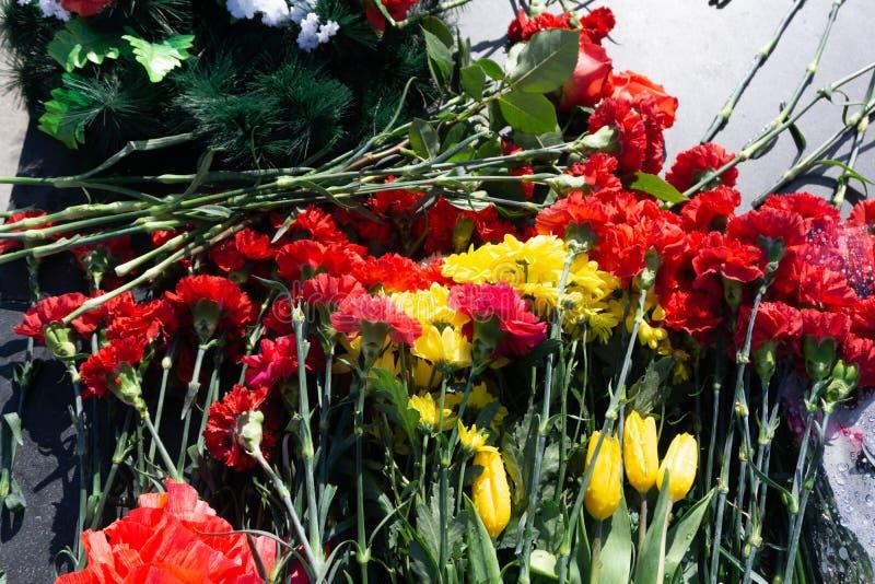 Vlammonument op militaire begraafplaats ter ere van de dag van overwinning in wereldoorlog twee op nin van Mei elk jaar in Vilniu stock afbeelding
