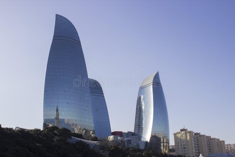 Vlamtorens in Baku stock afbeeldingen