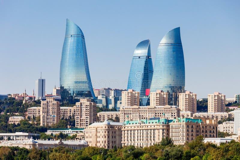 Vlamtorens in Baku stock afbeelding