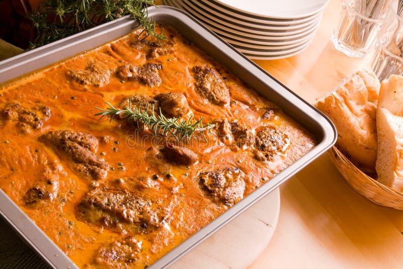 Vlees in braadpan stock fotografie