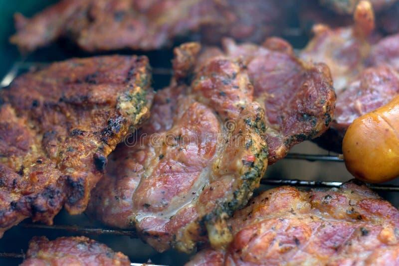 Vlees op de grill stock foto