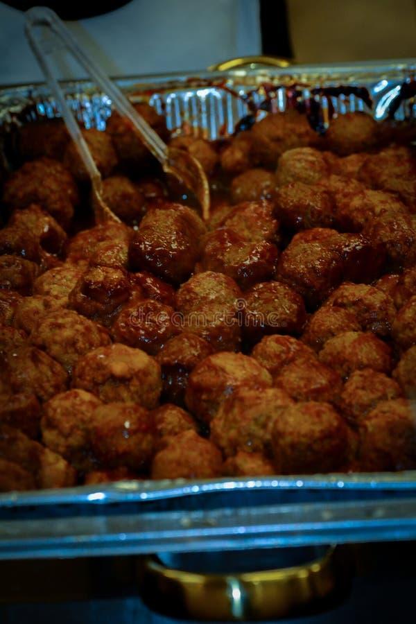 Vleesballen in een foliedienblad royalty-vrije stock afbeeldingen