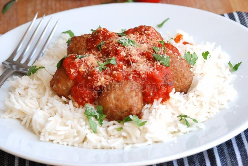 Vleesballetjes met rijst stock foto's