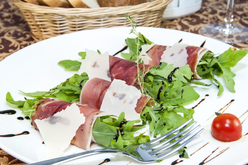 Vleesbroodjes met vlees en greens stock fotografie