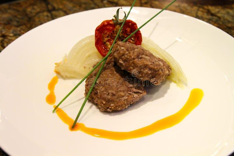 Download Vleesn Voorgerechten stock foto. Afbeelding bestaande uit fijngehakt - 54087902