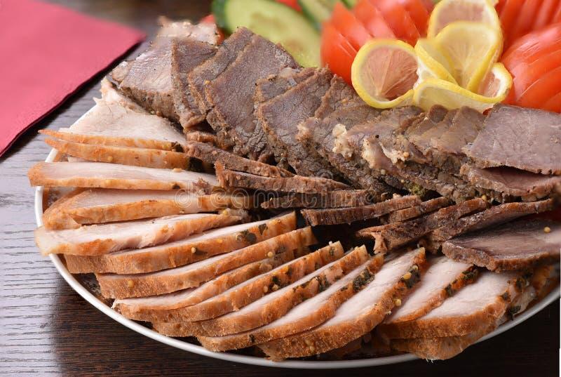 Vleesplaat Gastronomische close-up, heerlijk voedsel, gesneden vlees royalty-vrije stock afbeeldingen