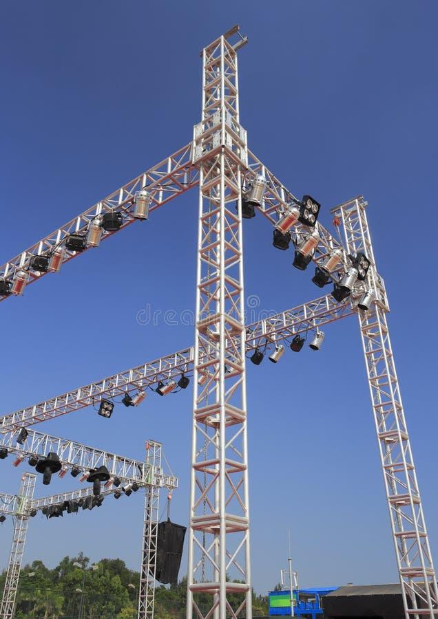 Vleklichten met industriële stralen royalty-vrije stock afbeelding
