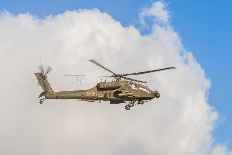 Vliegende Apache-Helikopter stock foto's