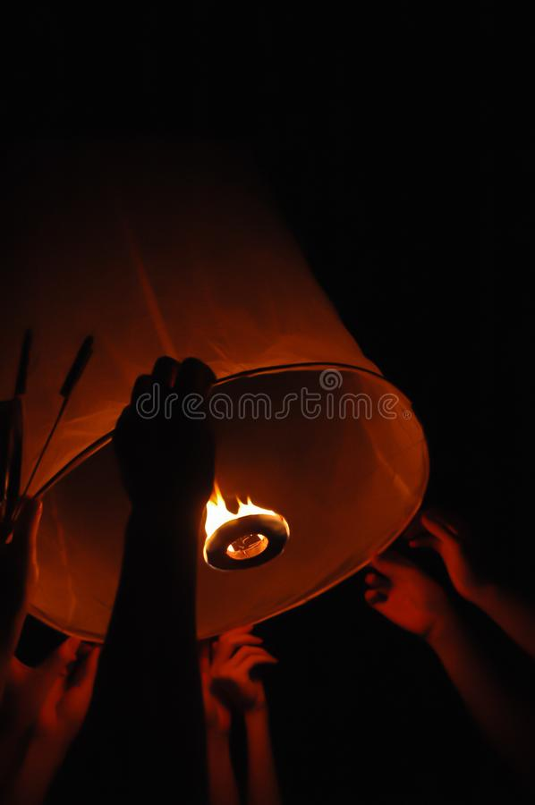 Vliegende de vlamlantaarn van Yipeng in Chiang Mai royalty-vrije stock fotografie