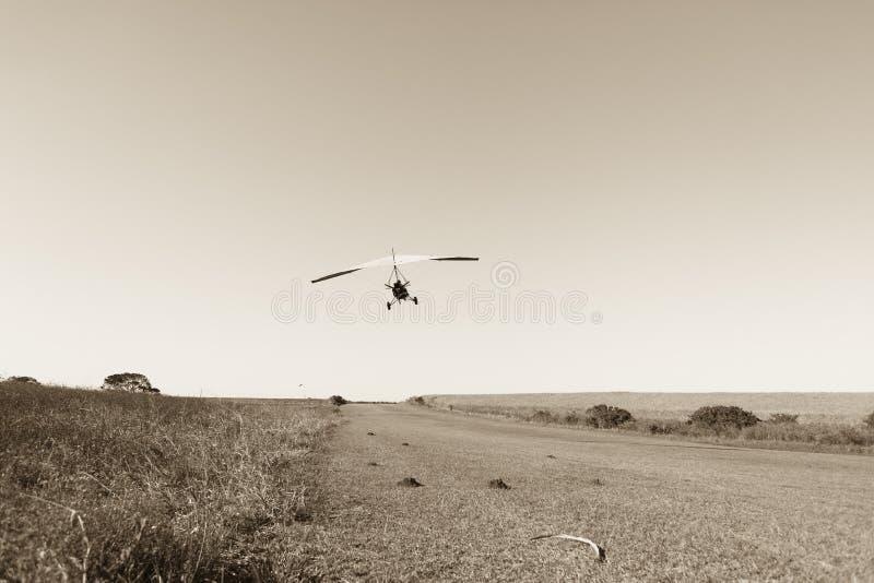 Vliegende Microlight-Vliegtuigensepia royalty-vrije stock foto's