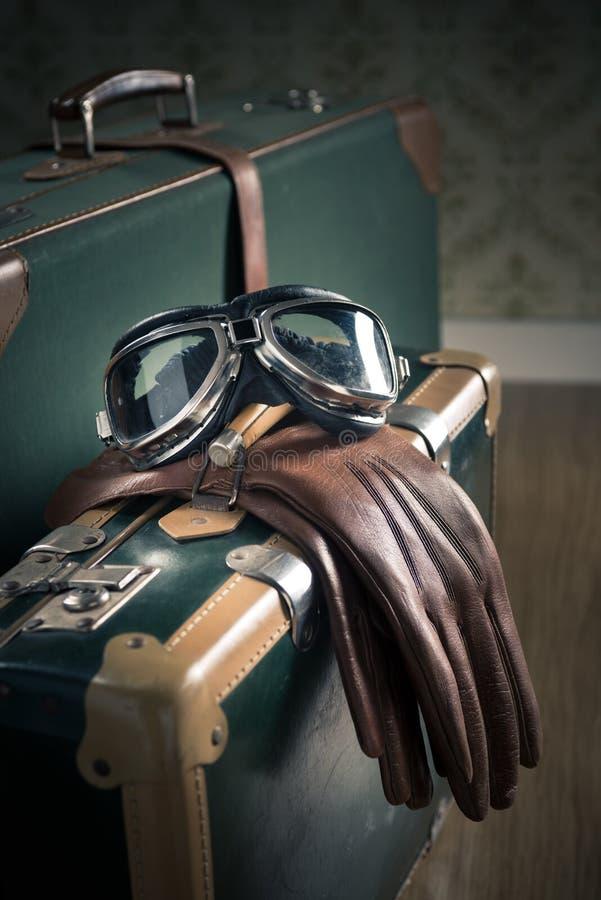 Vliegeniers uitstekende bagage royalty-vrije stock afbeelding