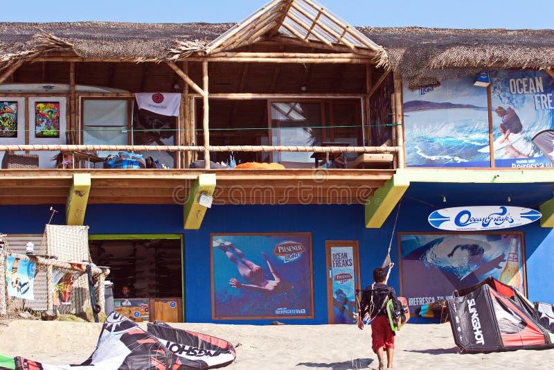 VLIEGER HET SURFEN SCHOOL, ECUADOR stock foto