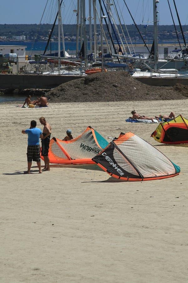 Vlieger op het zand stock foto's