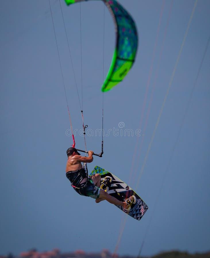 Vliegerpensionair in de vliegen van Florida dramatisch door de hemel royalty-vrije stock foto