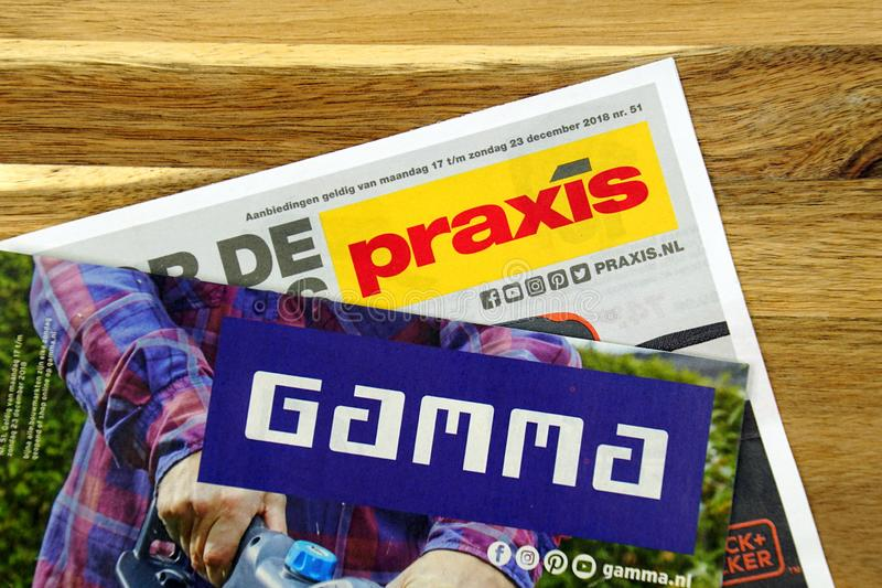 Vliegers van de twee Nederlandse Ijzerhandelkettingen, de Gamma en Praxis royalty-vrije stock afbeelding