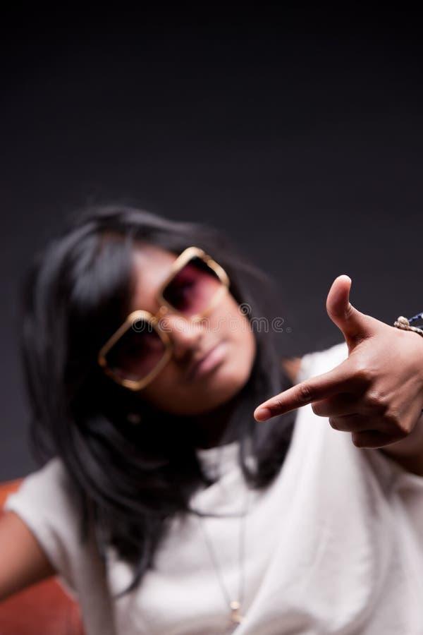 Vliegmeisje het spelen hiphopster stock afbeelding