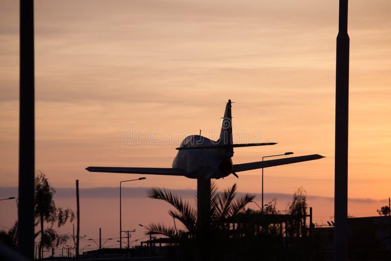 Vliegtuig aan de zon royalty-vrije stock fotografie