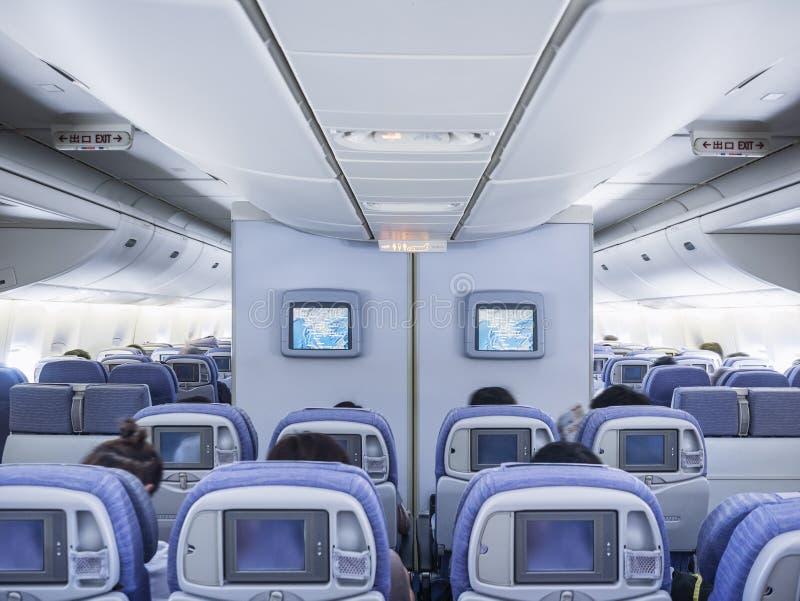 Vliegtuig Binnenlandse vlucht aan boord met de monitor van het de rijscherm van de Passagierszetel royalty-vrije stock afbeeldingen