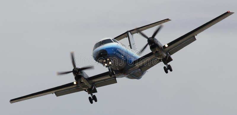 vliegtuig dat definitief draait stock afbeeldingen