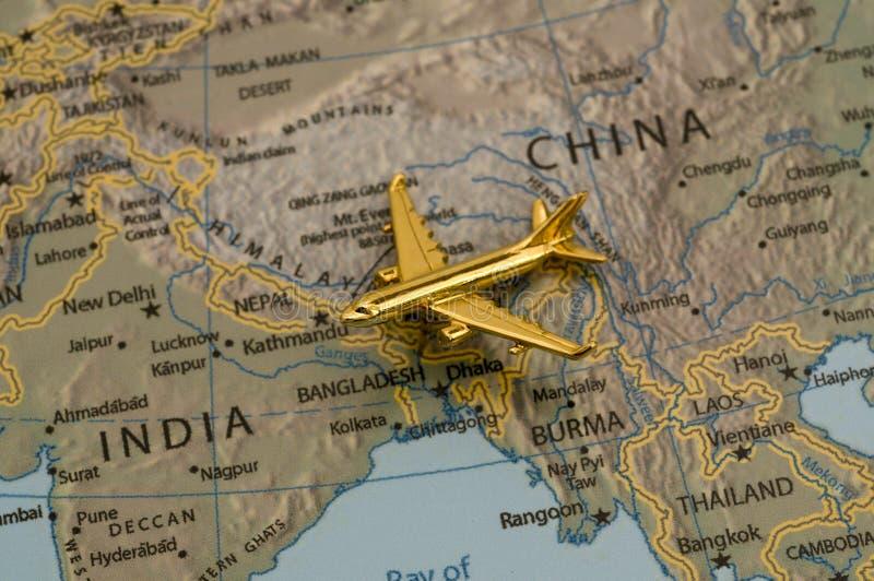 Vliegtuig dat van China naar India reist stock foto's