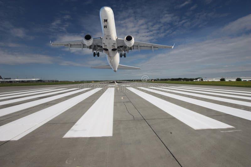 Vliegtuig dat weg ltaking stock fotografie